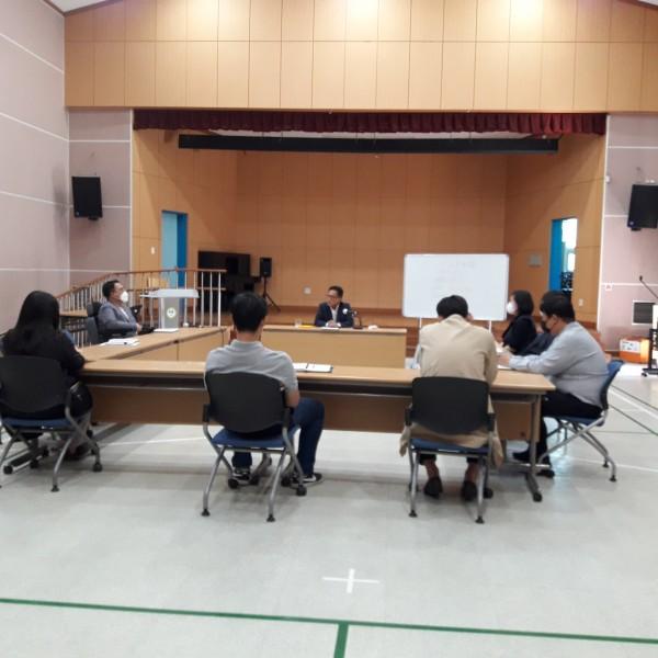 복지관 강당에서 실시된 중간관리자급 직원 회의 사진